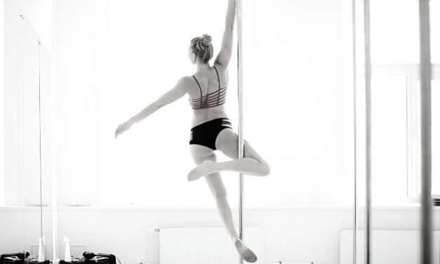 6 Classic Beginner Pole Moves for New Dancers